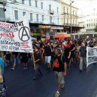 [Grécia] Atenas: Informações e fotos da manifestação em solidariedade com a okupa de abrigo para imigrantes e refugiados Notará 26 e com cada espaço de luta