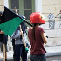[Grécia] Vídeo: Antifascistas impõem bloqueio por 12 horas nos escritórios dos novos fascistas do LEPEN em Atenas