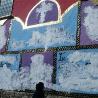 [Bolívia] Cobrem com tinta branca mural crítico com a Igreja Católica realizado por Mujeres Creando