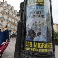 [França] Prefeito francês espalha cartazes contra migrantes