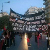 """[Grécia] Texto informativo do coletivo anarquista """"Preto e Vermelho"""" sobre a marcha contra a tortura de crianças na delegacia de polícia"""