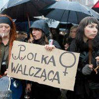 [Polônia] Milhares vão às ruas contra proibição do aborto