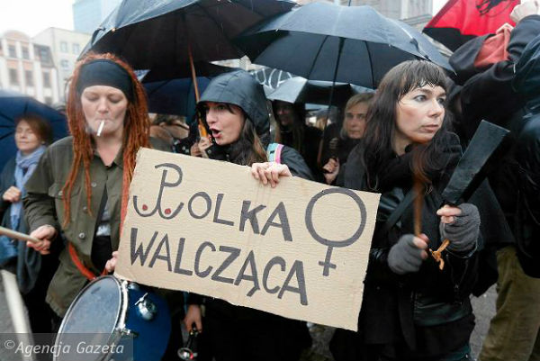 polonia-milhares-vao-as-ruas-contra-proibicao-do-1