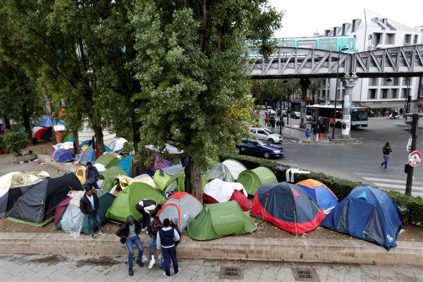 franca-refugiados-que-deixaram-calais-fazem-acam-1