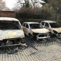 [Alemanha] Leipzig: 3 veículos da polícia anti-motim incendiados