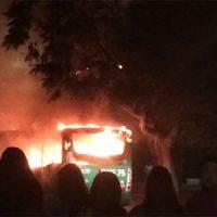 [Chile] Desconhecidos incendeiam ônibus em Santiago