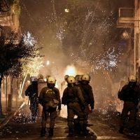 [Grécia] Vídeo: os protestos se convertem em violentos distúrbios 8 anos depois do assassinato de Alexis Grigoropoulos pela polícia