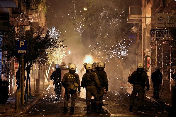 grecia-video-os-protestos-se-convertem-em-violen-1
