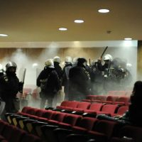[Grécia] Julgamento do Aurora Dourada: Polícia ataca antifascistas sob aplausos de neonazistas