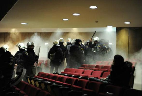 grecia-julgamento-do-aurora-dourada-policia-atac-1