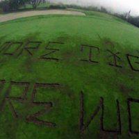 [EUA] Eco-ativistas vandalizam um campo de golfe de Trump