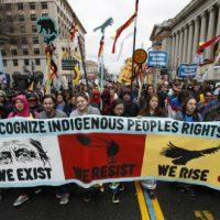 [EUA] Washington: Indígenas protestam em frente à Casa Branca contra oleoduto