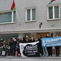 [Finlândia] Anarquistas organizam protesto solidário em frente à embaixada da Bielorrússia em Helsinque