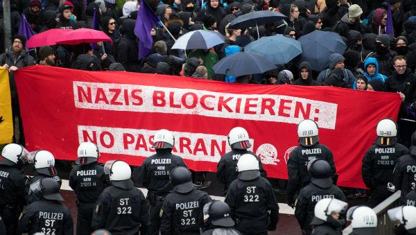 alemanha-milhares-protestam-em-colonia-contra-pa-1