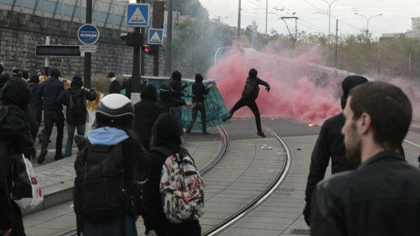 franca-protesto-contra-marine-le-pen-em-paris-3.jpeg