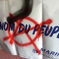 """[França] Sede da Frente Nacional é """"vandalizada"""" por grupo de desconhecidos em Varades"""