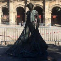 [França] A estátua de Nimeño II novamente vítima de jato de ácido