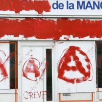 """[França] Sede da Frente Nacional é """"vandalizada"""" em Manche"""