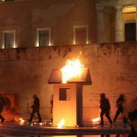 [Grécia] Em meio a confrontos, Parlamento grego aprova novas medidas de austeridade