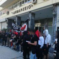 [Grécia] Pireu, 26 de abril: Manifestação antifascista dissolve concentração neonazi