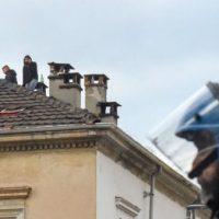 [Itália] Em Turim, polícia invade espaço anarquista e detém seis ativistas