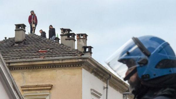 italia-em-turim-policia-invade-espaco-anarquista-1