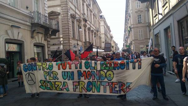 italia-relato-da-manifestacao-antimilitarista-em-1