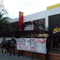[Uruguai] Em Montevidéu, grupo faz protesto contra a rede de fast food McDonald's