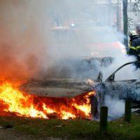 [Alemanha] Carros são incendiados durante protesto contra o G20 em Hamburgo