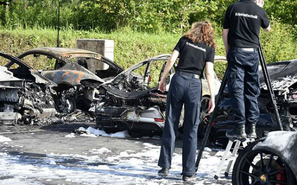 alemanha-em-hamburgo-incendio-destroi-12-porsche-1