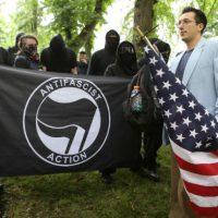 [EUA] Vídeo: Antifascistas se opõem a um comício de extrema-direita/direita alternativa