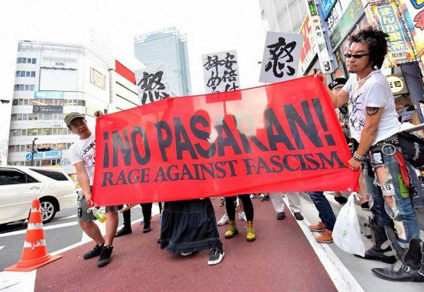 japao-em-toquio-milhares-de-pessoas-protestam-co-2.jpg
