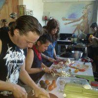 [México-EUA] Vídeo: Transformam alimentos desperdiçados pelos mercados em comida para muitos