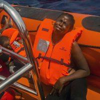 Treze pessoas são encontradas mortas em embarcação no Mediterrâneo
