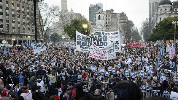 argentina-buenos-aires-massiva-marcha-por-santia-2.jpg