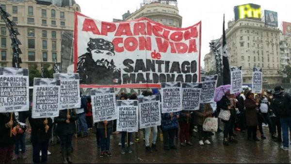 argentina-buenos-aires-massiva-marcha-por-santia-3.jpg