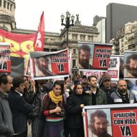 """[Argentina] Frente ao Congresso, pediram a """"aparição com vida"""" de Santiago Maldonado"""