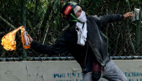 chile-repressao-e-revolta-na-venezuela-mao-esten-1