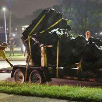 """[EUA] Baltimore remove estátuas de """"heróis confederados"""" no meio da noite"""