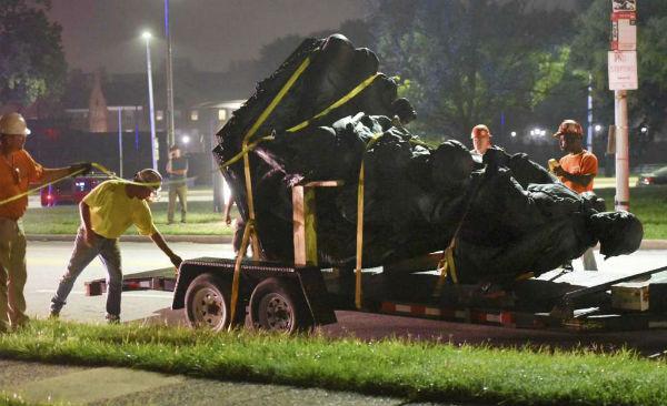 eua-baltimore-remove-estatuas-de-herois-confeder-1