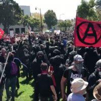 [EUA] Confrontos entre ultradireitistas e manifestantes antifascistas na Califórnia, fachos levaram a pior