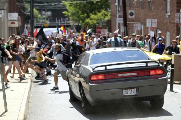 eua-homem-atropela-manifestantes-antifascistas-e-1
