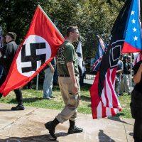 [EUA] Supremacistas brancos e neonazistas elogiam declarações de Trump