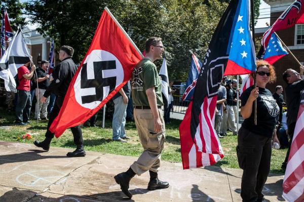 eua-supremacistas-brancos-e-neonazistas-elogiam-1