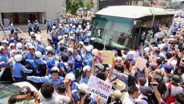 japao-video-manifestantes-antirracistas-enfrenta-1
