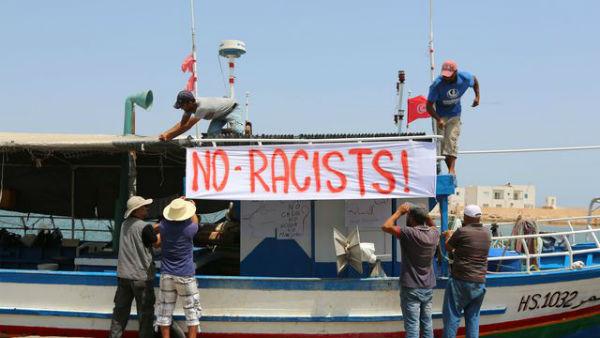 tunisia-pescadores-impedem-navio-de-extrema-dire-1