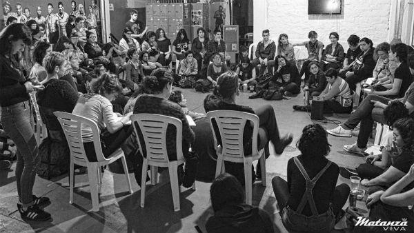 argentina-um-movimento-libertario-que-e-feito-pa-1