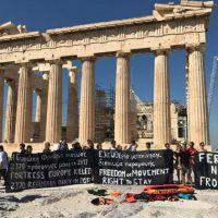 [Grécia] Ação na Acrópole de Atenas contra a política racista e anti-imigrante da União Europeia