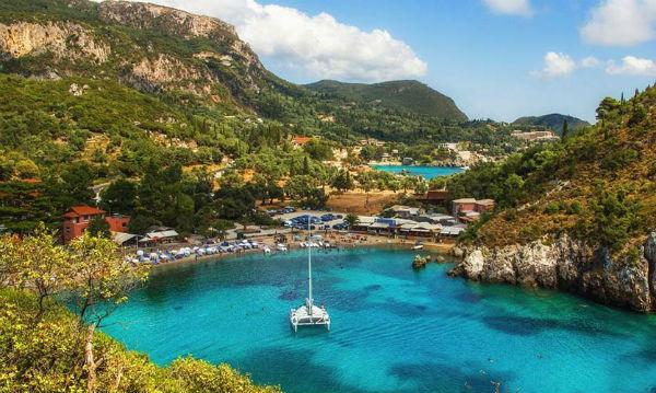 grecia-as-temporadas-turisticas-do-terror-1