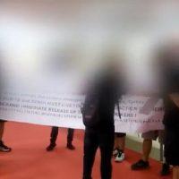 [Grécia] Vídeo: Ação na Feira Internacional de Tessalônica em solidariedade com os professores em greve de fome na Turquia